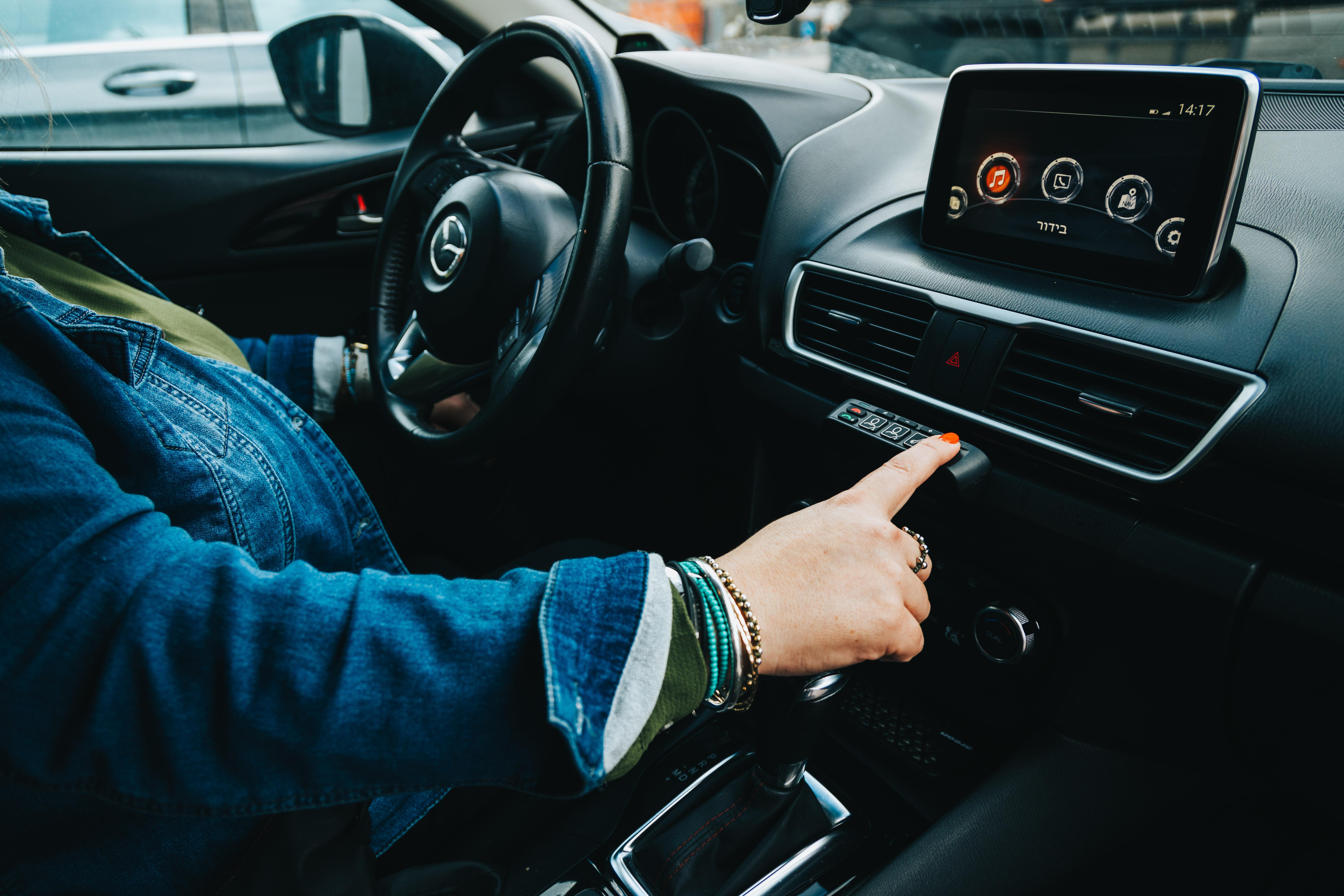 חצי דקה זה מעט זמן לדעתך? עשרות אלפי הנהגים שהכניסו את מערכת הכפתור לרכב שלהם חושבים אחרת